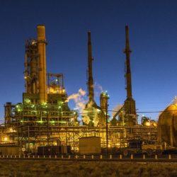 На НПЗ «Газпром нефти» в Москве установлена колонна вакуумной перегонки нефти установки «Евро+»