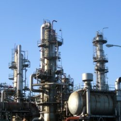 Объем переработки сырой нефти в 2018 г на российских НПЗ останется на уровне 280 млн т.